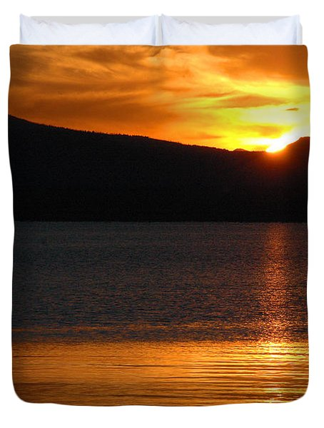 Sunrise Over Yellowstone Lake Duvet Cover