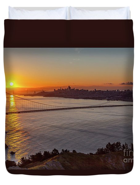 Sunrise Sunlight Hitting The Coastal Rock On The Shore Of The Go Duvet Cover
