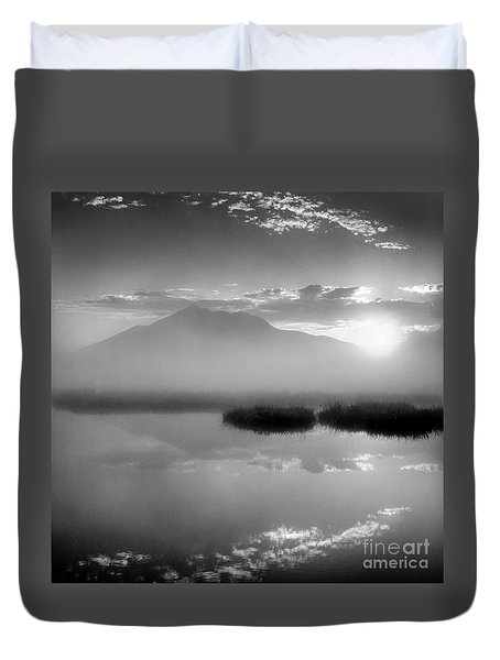 Duvet Cover featuring the photograph Sunrise by Tatsuya Atarashi