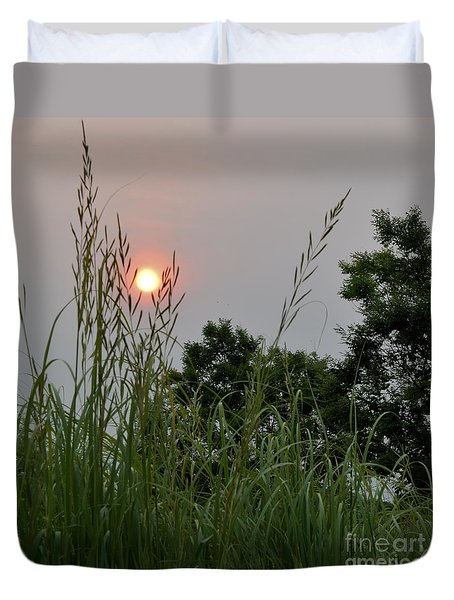 Duvet Cover featuring the photograph Sunrise Thru The Grass by Mark McReynolds