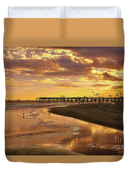 Sunset And Gulls Duvet Cover by Kathy Baccari