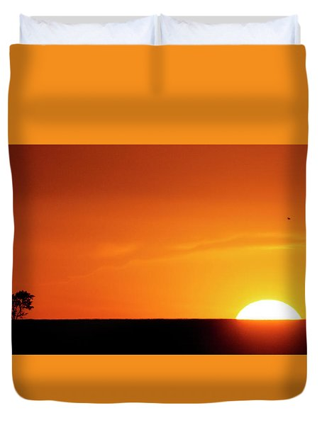 Duvet Cover featuring the photograph Sunset And Tree -01 by Rob Graham