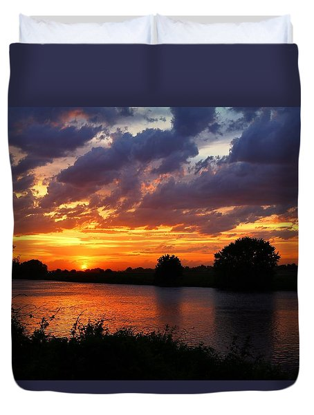 Duvet Cover featuring the photograph Sunset On The River by Lynn Hopwood