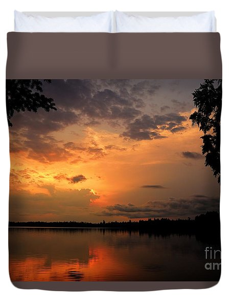 Duvet Cover featuring the photograph Sunset On Thomas Lake by Larry Ricker