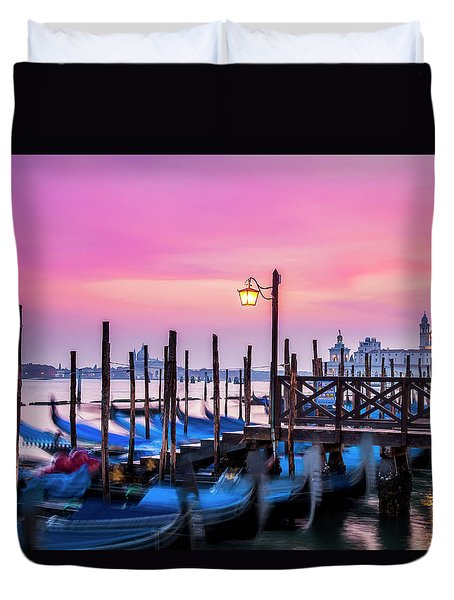 Duvet Cover featuring the photograph Sunset Over Venice by Andrew Soundarajan