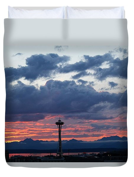 Sunset Red Clouds And Space Needle Duvet Cover by Suzanne Lorenz