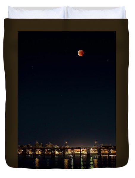 Super Blood Moon Over Ventura, California Pier Duvet Cover