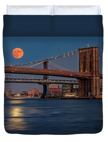Super Moon Over Manhattan And Brooklyn Bridges Nyc Duvet Cover by Susan Candelario