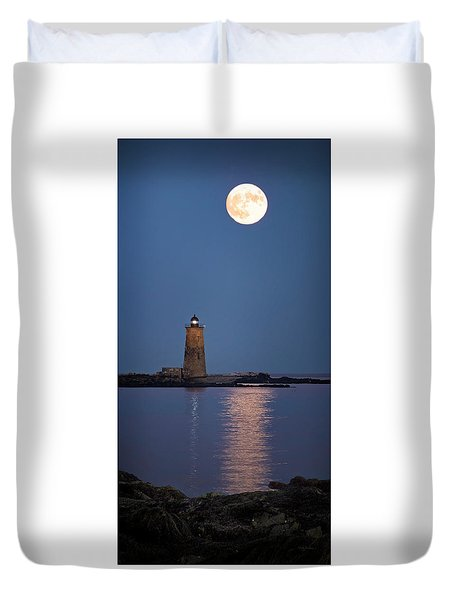 Super Moon Over Whaleback Lighthouse Duvet Cover