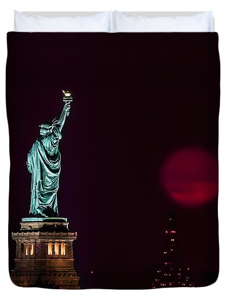 Super Moon Rising And The Statue Of Liberty Duvet Cover