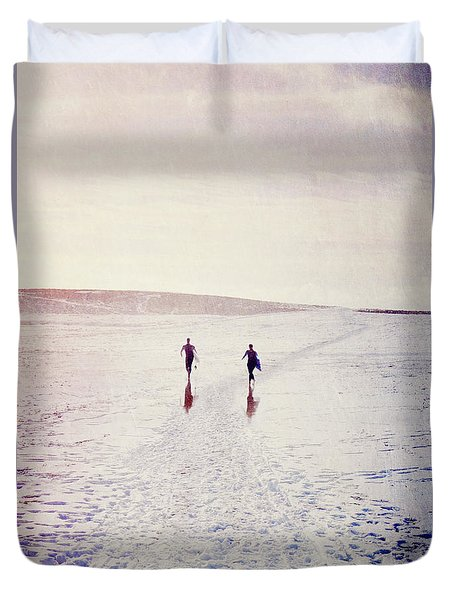 Duvet Cover featuring the photograph Surfers In The Snow by Lyn Randle