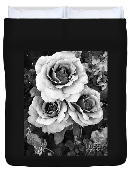Surreal Black And White Roses - Haunting Surreal Romantic Black And White Roses Floral Photography Duvet Cover