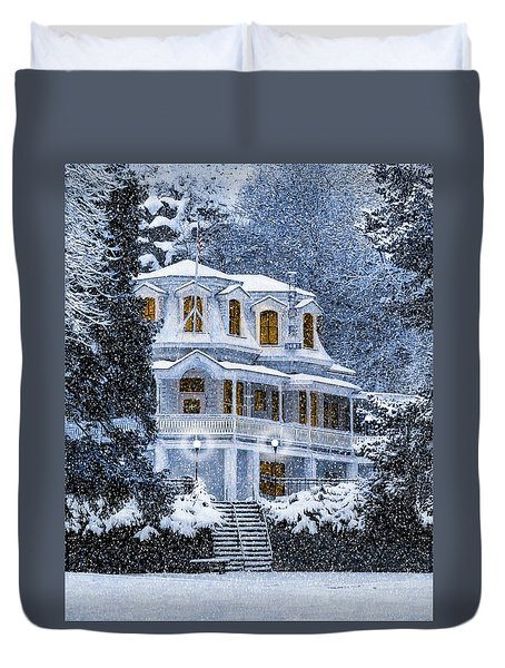 Susanville Elks Lodge At Christmas Duvet Cover