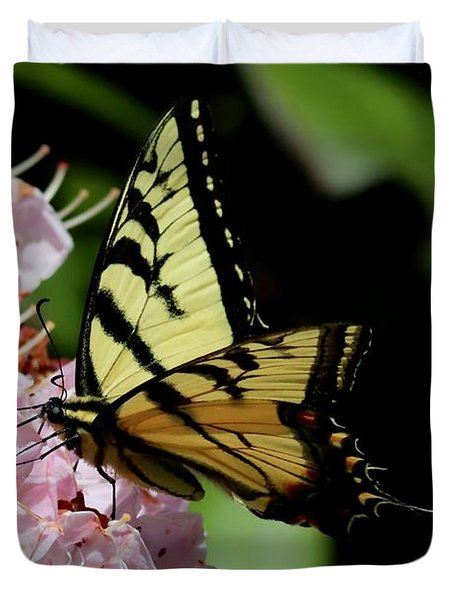 Swallow Tail On Mountain Laurel Duvet Cover