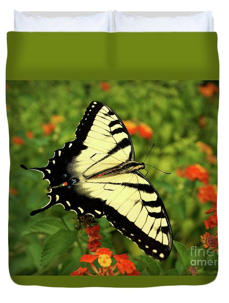 Swallowtail Among Lantana Duvet Cover by Sue Melvin