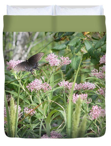 Swallowtail On Swamp Milkweed Duvet Cover