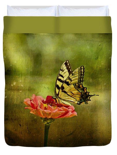 Swallowtail On Zinnia Duvet Cover by Sandy Keeton