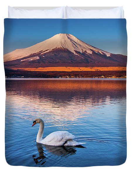 Duvet Cover featuring the photograph Swany by Tatsuya Atarashi
