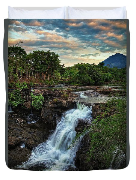 Tad Lo Waterfall, Bolaven Plateau, Champasak Province, Laos Duvet Cover