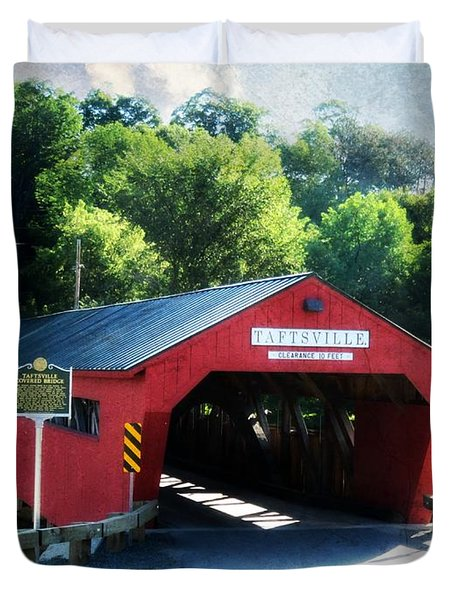 Duvet Cover featuring the photograph Taftsville Covered Bridge by Robin Regan