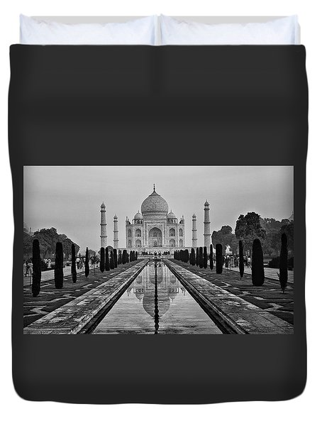 Taj Mahal In Black And White Duvet Cover