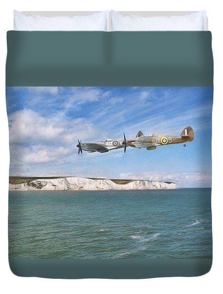 Duvet Cover featuring the photograph Tally Bally Ho by Roy McPeak