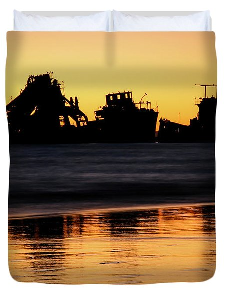 Tangalooma Wrecks Sunset Silhouette Duvet Cover