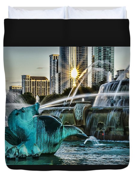 telephoto look at Chicago's Buckingham Fountain  Duvet Cover