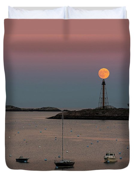 The 2016 Supermoon Balancing On The Marblehead Light Tower In Marblehead Ma Duvet Cover