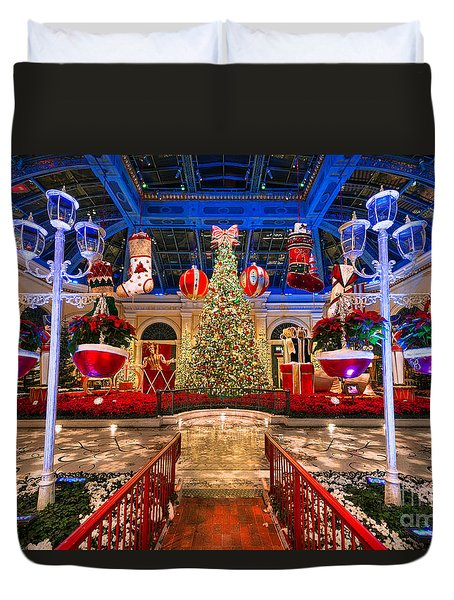 Duvet Cover featuring the photograph The Bellagio Christmas Tree And Decorations 2015 by Aloha Art