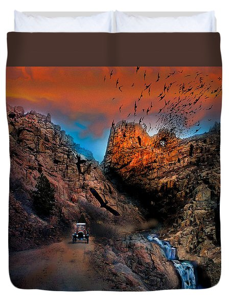 The Birds Of Window Rock Duvet Cover