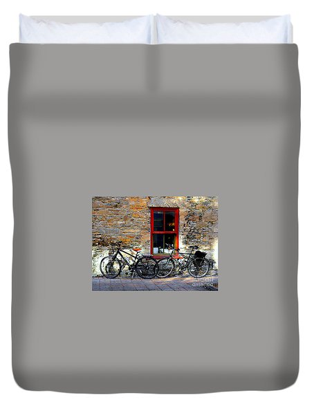 Duvet Cover featuring the photograph The Break by Elfriede Fulda