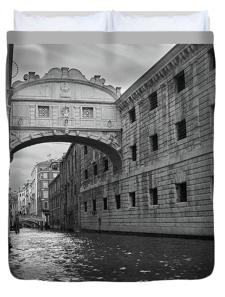 The Bridge Of Sighs, Venice, Italy Duvet Cover by Richard Goodrich