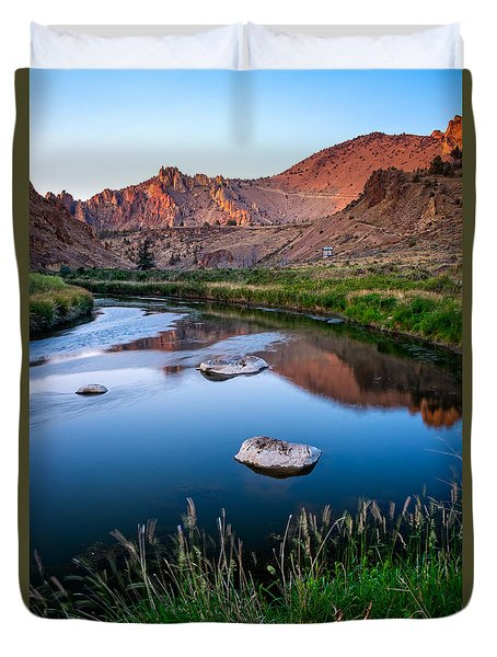 The Crooked River Runs Through Smith Rock State Park  Duvet Cover