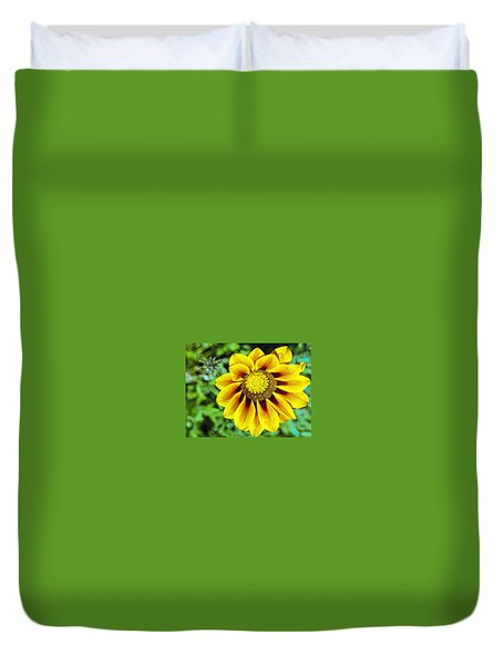 Duvet Cover featuring the photograph The Daisy by Matthew Bamberg