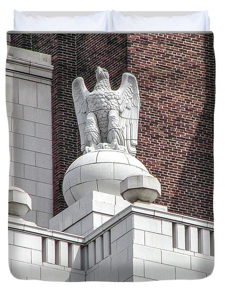 Duvet Cover featuring the photograph The Eagle On The United States Custom House Philadelphia Pennsyl by Bill Cannon