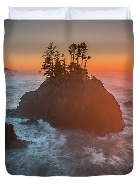 Duvet Cover featuring the photograph The Golden Sunset Of Oregon Coast by William Lee