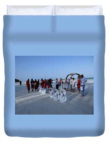 The Happy Couple - Married On The Beach Duvet Cover