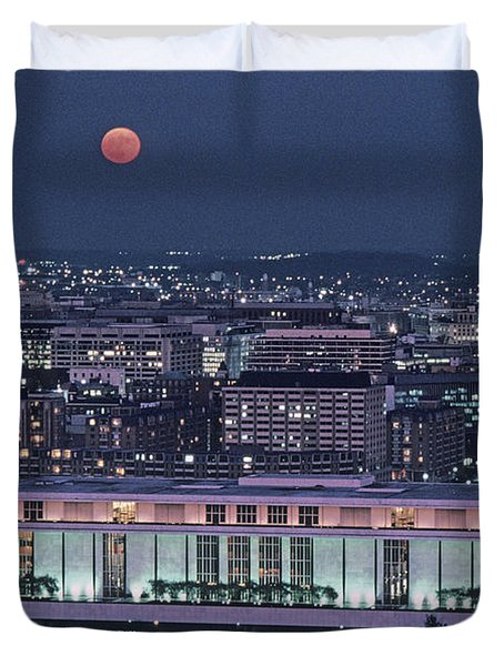 The Kennedy Center Lit Up At Night Duvet Cover by Kenneth Garrett