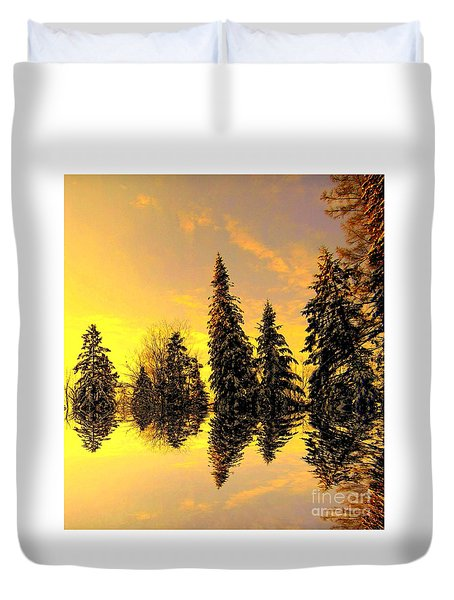 Duvet Cover featuring the photograph The Light by Elfriede Fulda