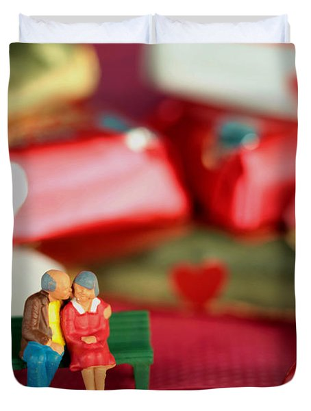 The Lovers In Valentine's Day Duvet Cover by Paul Ge