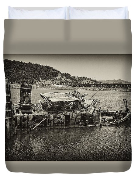 Duvet Cover featuring the photograph The Mary Duncan Hume by Hugh Smith