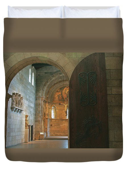An Early Morning At The Medieval Abbey Duvet Cover by Yvonne Wright