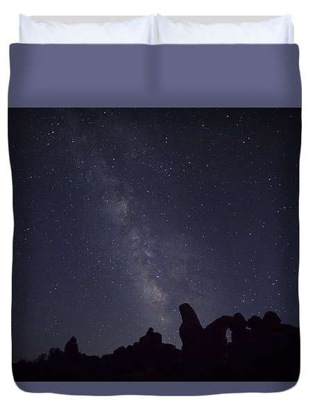 The Milky Way Over Turret Arch Duvet Cover