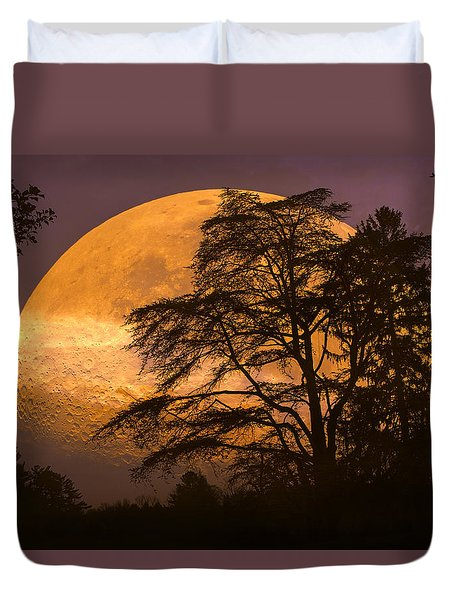 The Night Is Calling Duvet Cover