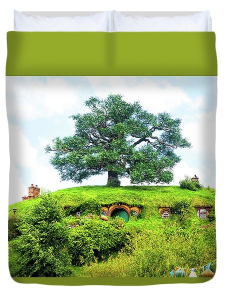 The Oak Tree At Bag End Duvet Cover