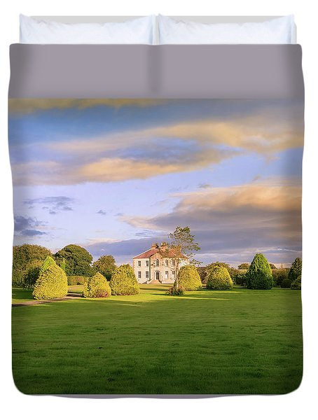 Duvet Cover featuring the photograph The Old Country House by Roy McPeak