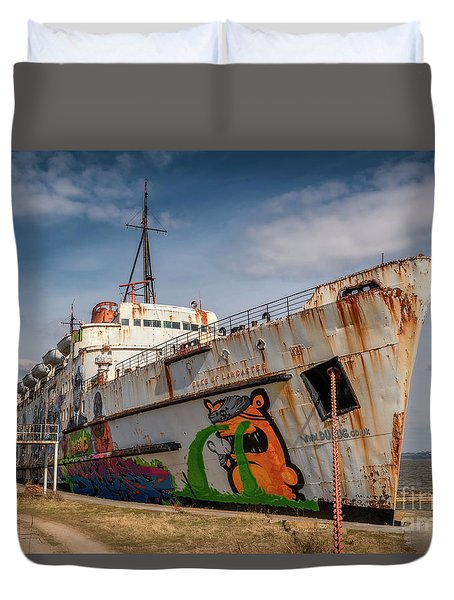 Duvet Cover featuring the photograph The Old Duke by Adrian Evans
