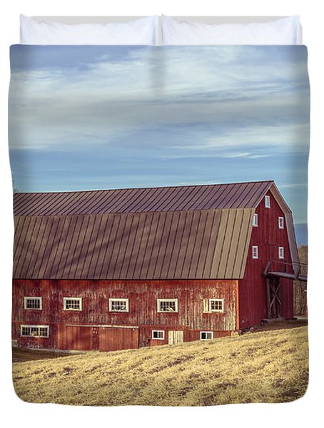The Old Red Barn In Winter Duvet Cover