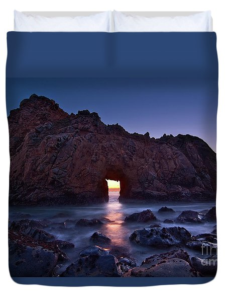 The Portal - Sunset On Arch Rock In Pfeiffer Beach Big Sur In California. Duvet Cover